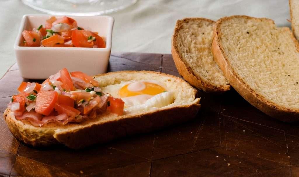 brood met tomatensalsa
